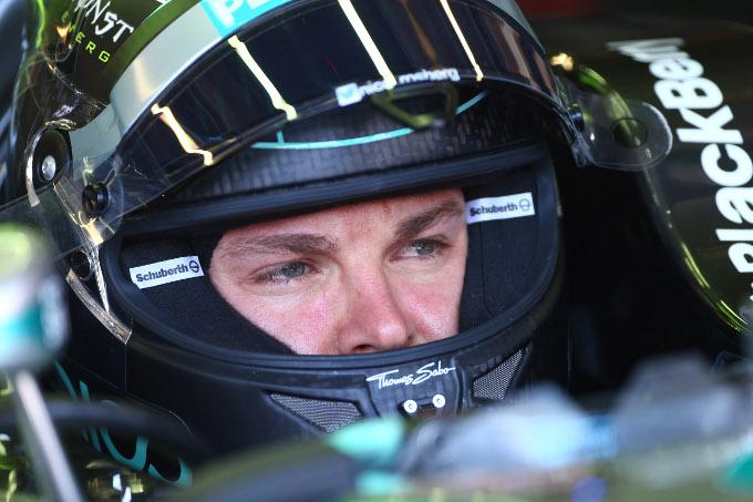 Mercedes: incidente durante un'esibizione di Rosberg in Alto Adige. Due feriti, pilota illeso