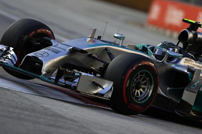 La Mercedes placa le voci di cospirazione per il guaio a Rosberg di Singapore