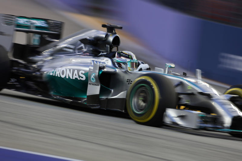 GP Singapore: Hamilton vince e passa in vantaggio