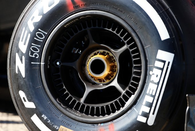 Pirelli: molto positivo il primo feedback dei piloti sugli pneumatici 2015