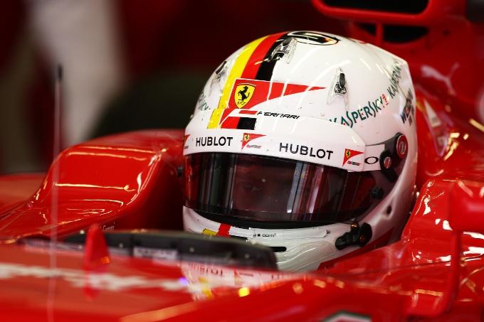 """Vettel: """"Potrei non rinunciare a modificare il mio casco"""""""