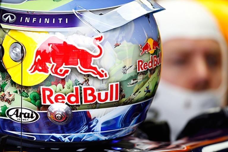Rese note le nuove regole FIA sul colore dei caschi
