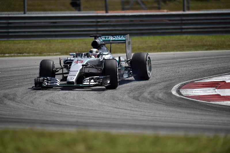 """GP Malesia, Qualifiche: pole ad Hamilton. Vettel """"spacca"""" le Mercedes"""