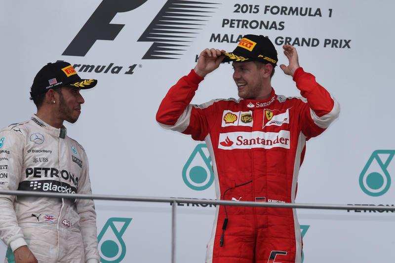 """Hamilton: """"Dobbiamo stringere la mano a Sebastian e alla Ferrari"""""""