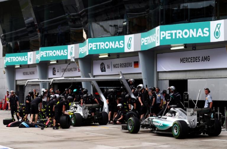 La Mercedes cambierà strategia
