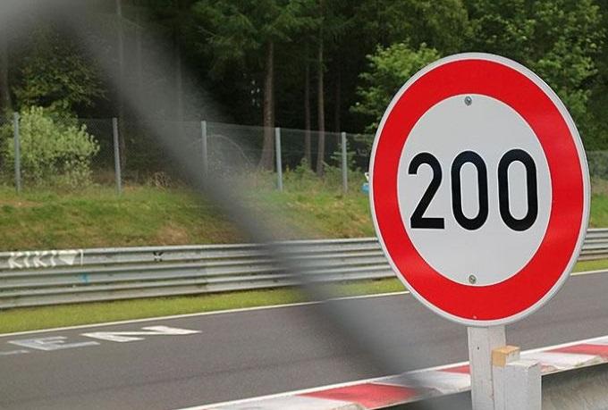 Limiti di velocità al Nurburgring sulla vecchia Nordschleife