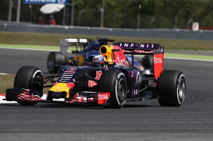"""Ricciardo: """"Red Bull rischia penalità per motore già da Monaco"""""""