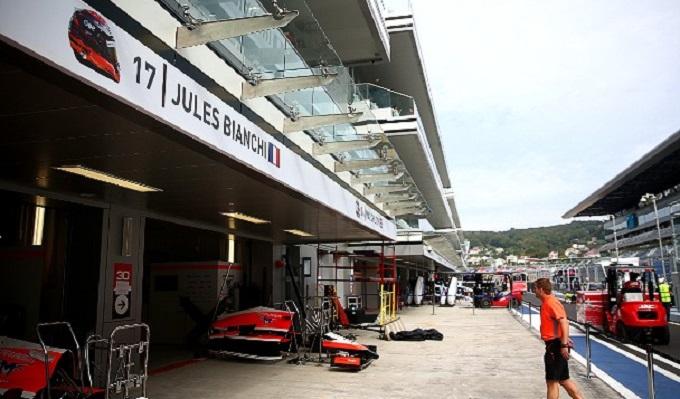 La Formula 1 si ferma per Jules Bianchi: minuto di silenzio in griglia