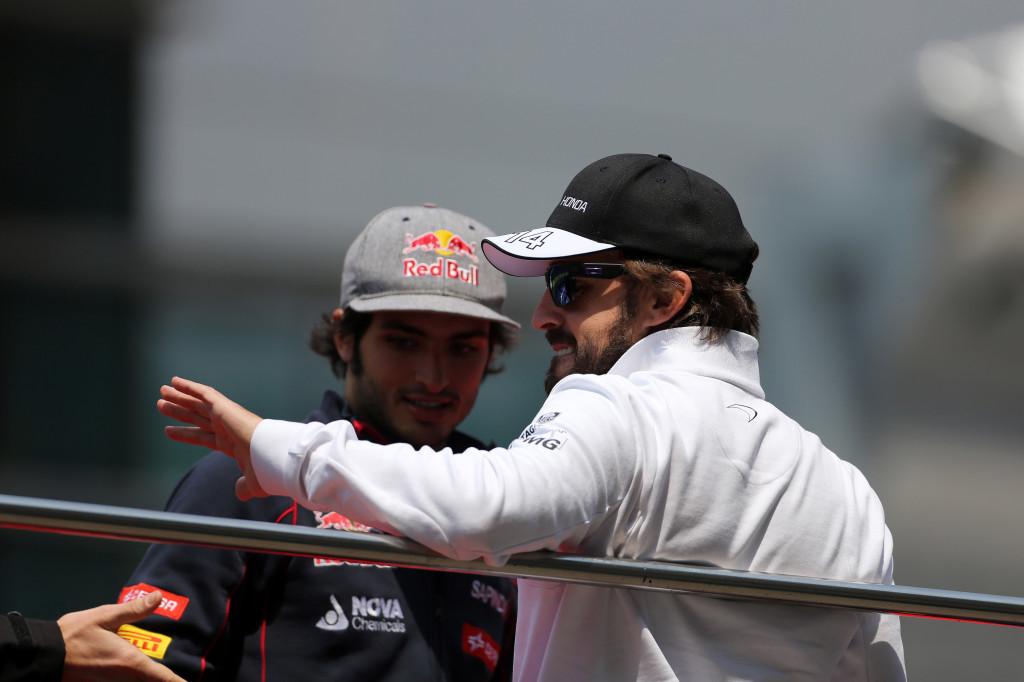 """Sainz difende Alonso: """"In carriera non ha sbagliato niente, è stato sfortunato"""""""