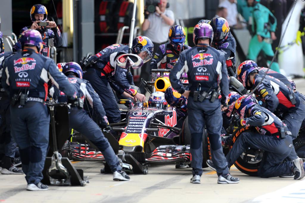 Red Bull vicinissima ai motori Mercedes per il 2016