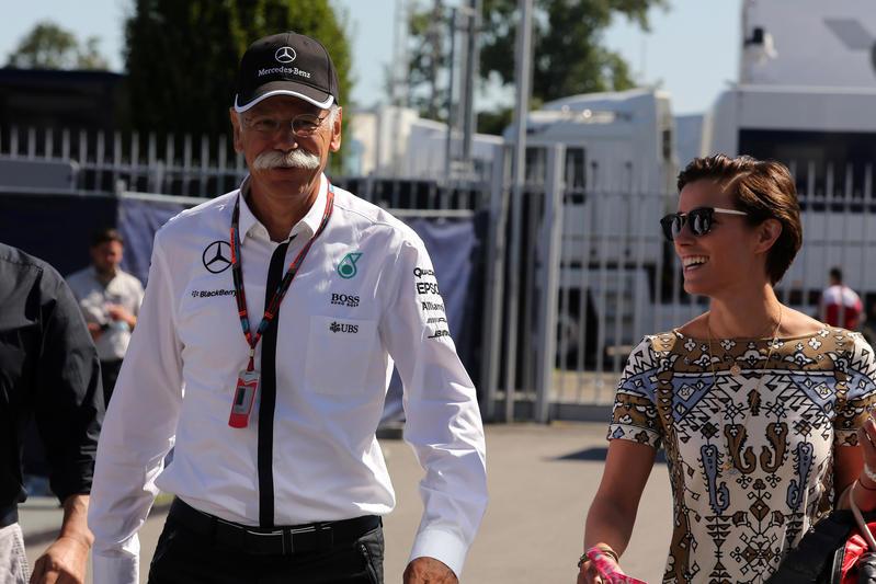 """Mercedes, Dieter Zetsche predica calma: """"Non abbiamo ancora vinto il mondiale"""""""