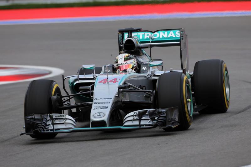 GP Russia: Hamilton vola via, Rosberg si ritira