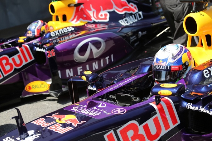 Red Bull e Renault ai ferri corti: ritardi per il debutto del motore con i 12 gettoni