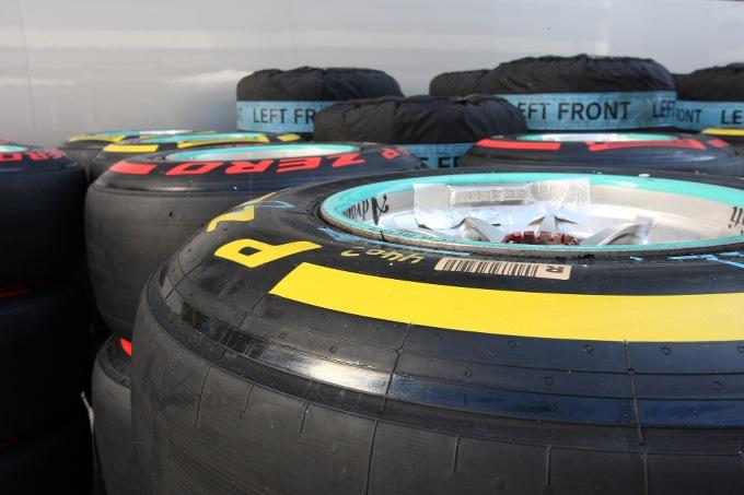 Pirelli annuncia la scelta di mescole e i set obbligatori per il GP Bahrain e il GP Cina 2016