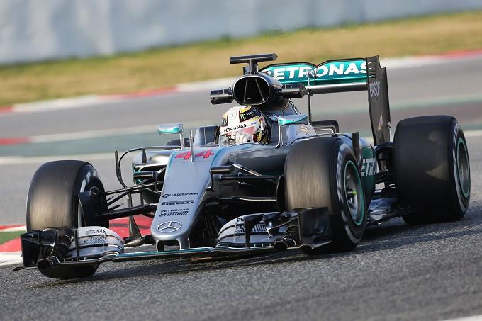 "Mercedes, Hamilton esalta la W07: ""Monoposto fantastica"""