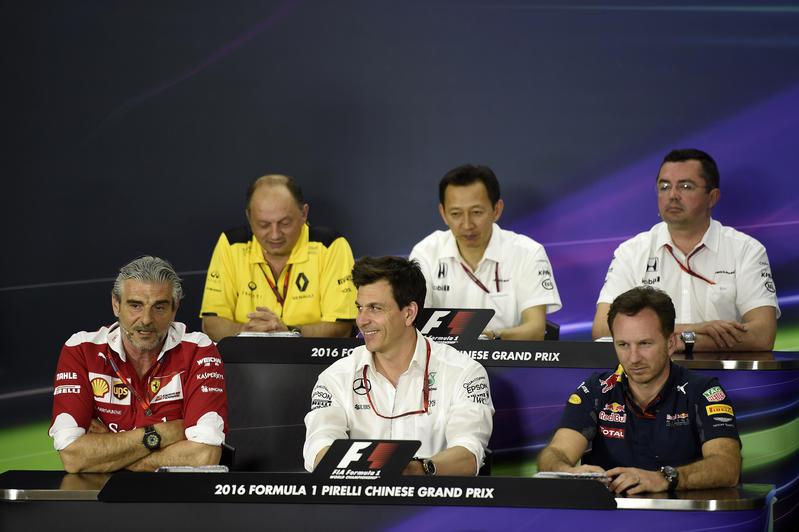 """Mercedes, Wolff: """"Dobbiamo stare attenti, la Ferrari è forte e resta una minaccia"""""""