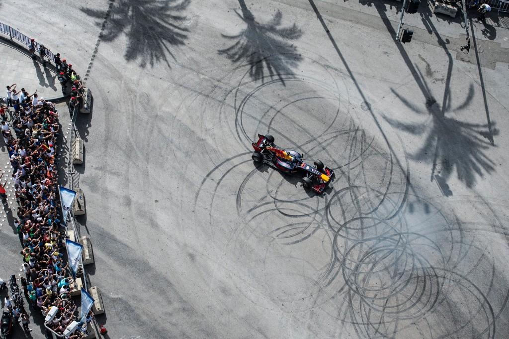 Show run per Carlos Sainz e la Red Bull nella città di Beirut