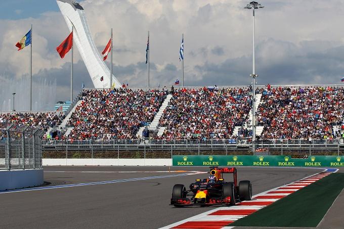 """Red Bull, Ricciardo torna sulla strategia di Sochi: """"La scelta di montare le medie ci ha penalizzato"""""""