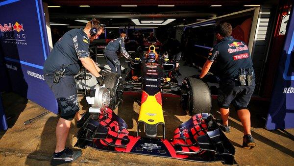 F1 Test Barcellona 3, Giorno 2: Verstappen saluta il Montmelò al comando