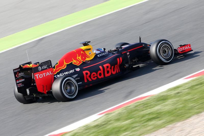 Test F1 Barcellona 3, Giorno 2: mattinata alla Red Bull di Verstappen