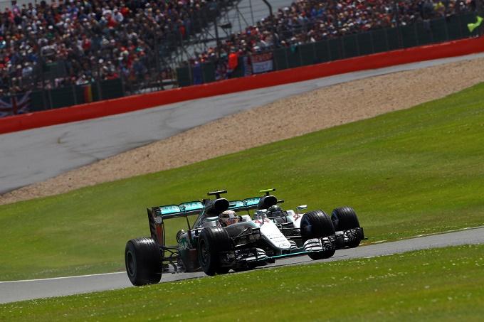 """Ecclestone: """"Le battaglie in pista tra Hamilton e Rosberg sono un bene per la Mercedes"""""""