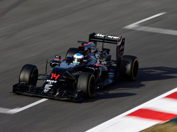 Continua il momento da incubo per la McLaren: Alonso costretto a cambiare la power unit dopo le prime libere a Silverstone