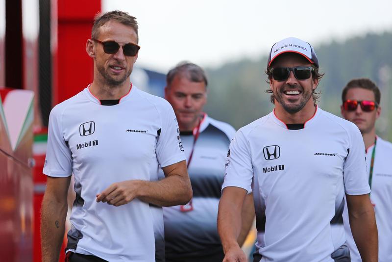 """McLaren, Dennis: """"A fine settembre la decisione sui piloti"""""""