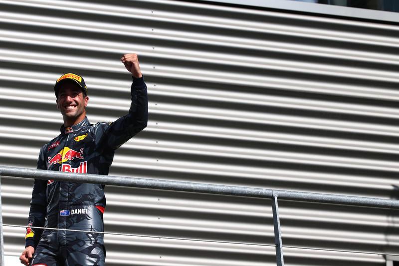 "Daniel Ricciardo: ""Mercedes, stiamo arrivando"""