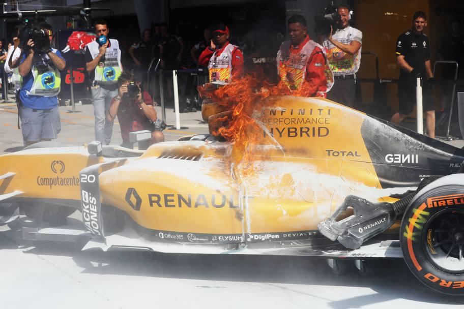 Renault, Chester conferma una perdita di benzina dalla vettura di Magnussen