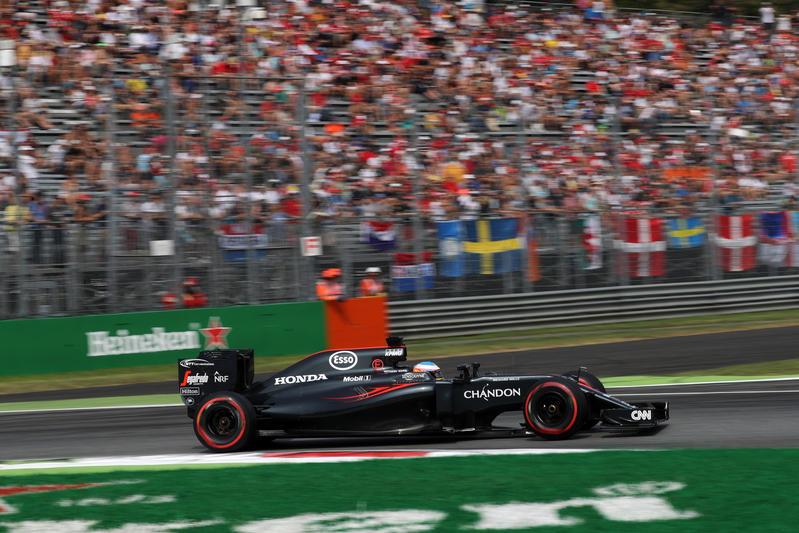 """McLaren, Alonso: """"Io e Button aiuteremo Vandoorne, lui è il futuro"""""""