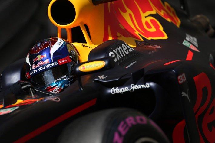 GP Singapore, Prove Libere 1: Red Bull subito aggressiva, con Verstappen davanti a Ricciardo