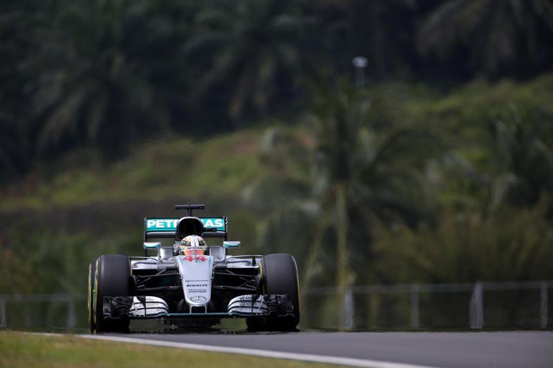 F1 GP Malesia, Qualifiche: Mercedes in prima fila, Hamilton poleman