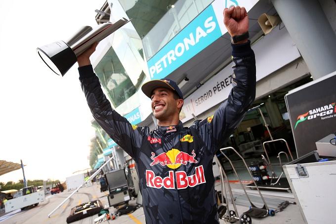 """GP Malesia, Ricciardo: """"Mi spiace per Hamilton, ma oggi la vittoria me la prendo"""""""
