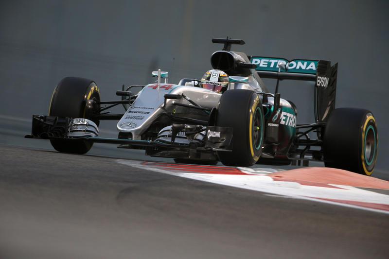 F1 GP Abu Dhabi, Qualifiche: Hamilton strappa l'ultima pole position a Rosberg