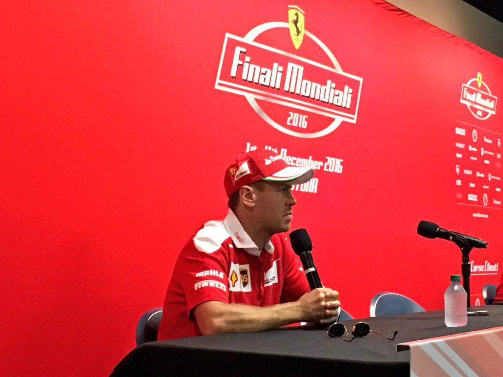 """Ferrari, Vettel allontana la Mercedes: """"Sapete bene che ho già un contratto"""""""