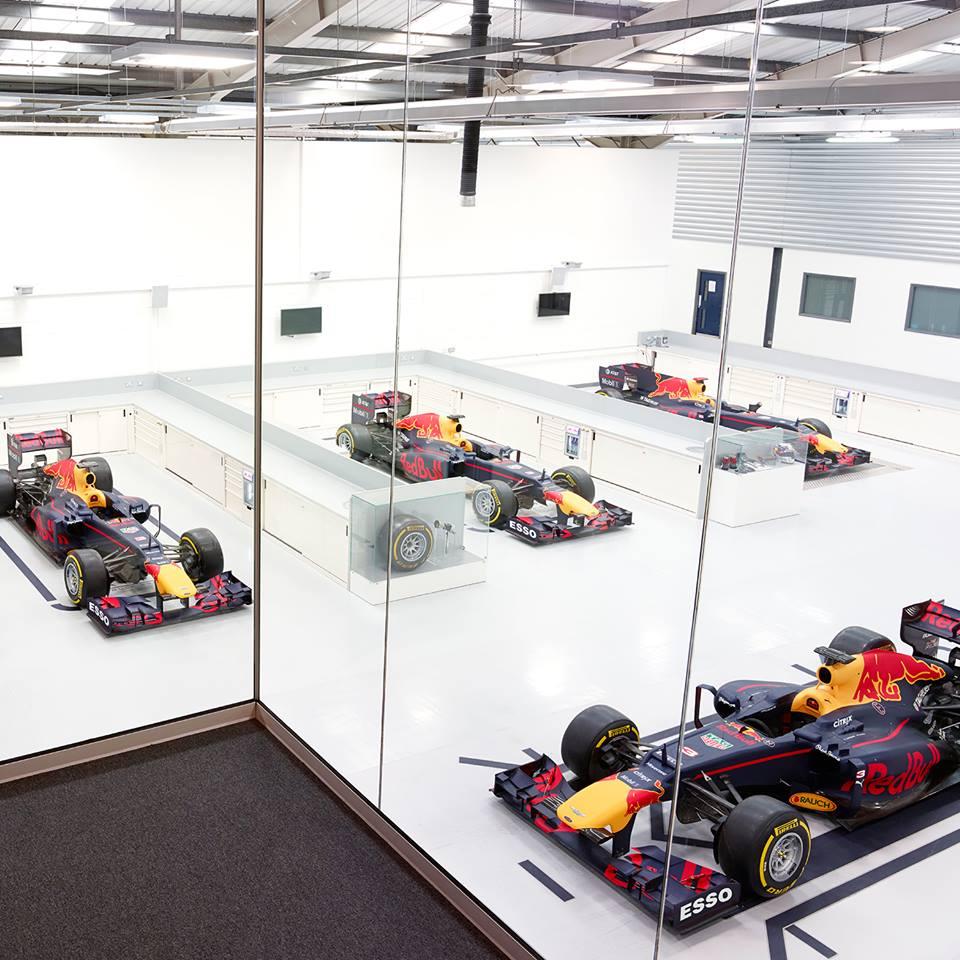 Formula 1   Red Bull conferma i loghi di Esso e Mobil 1 sulla vettura 2017
