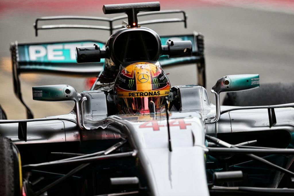 F1 | La T-wing della Merdeces all'opera sul circuito di Barcellona