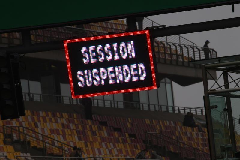 F1 GP Cina, Prove Libere 2: Tutti ai box, il maltempo non permette di dare il via alla sessione