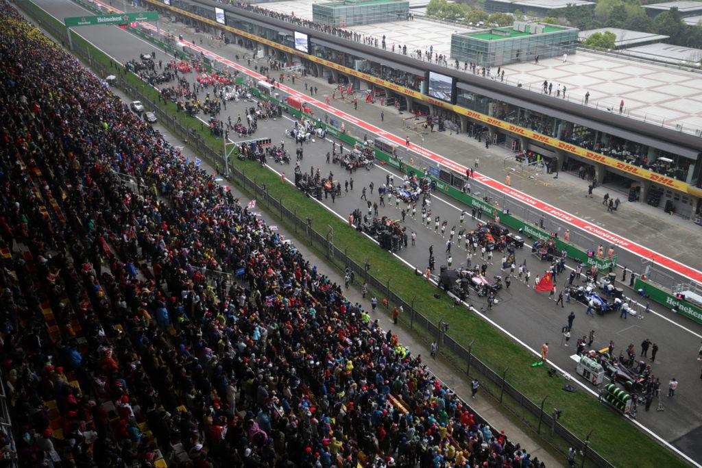 GP Cina, reprimenda per Perez e Ricciardo: sono arrivati in ritardo all'inno nazionale