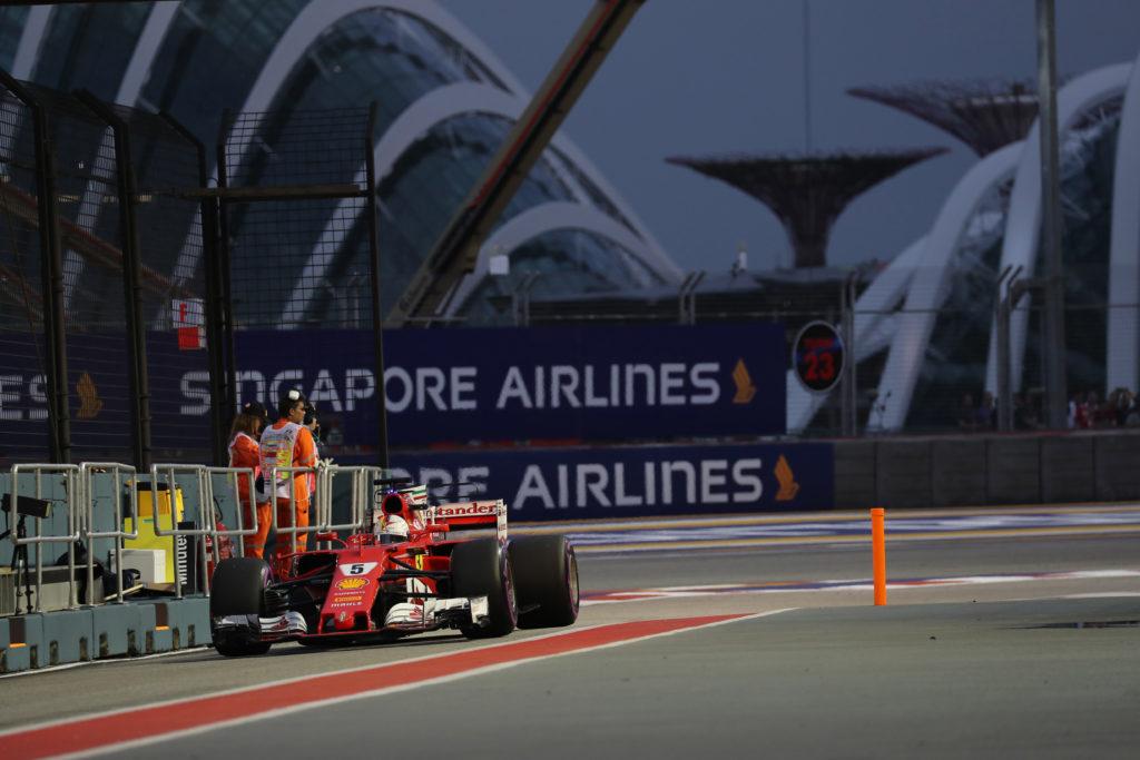 F1 GP Singapore, Qualifiche: Vettel superlativo! Pole per lui. Hamilton e la Mercedes indietro