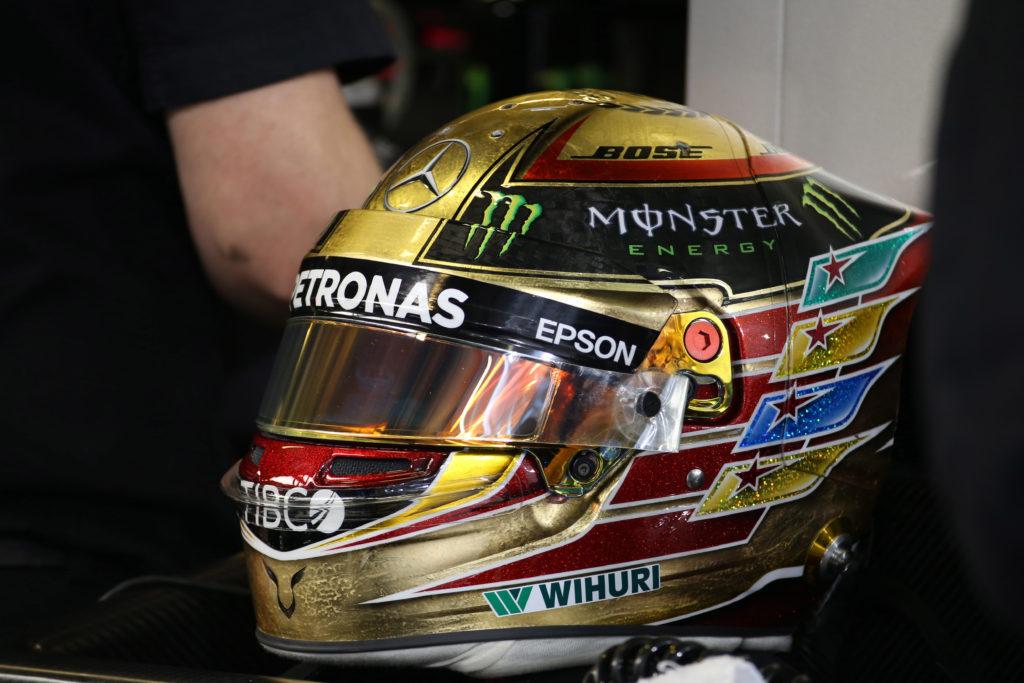 F1 | GP Abu Dhabi, caschi celebrativi per Hamilton e Massa