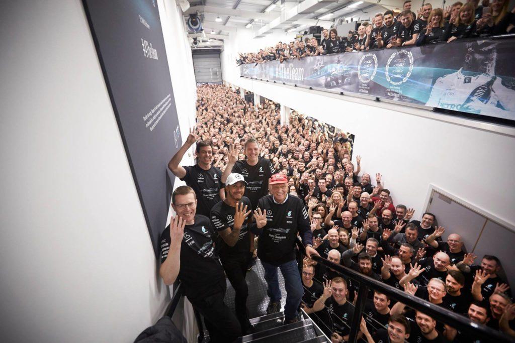 Formula 1 | Festa grande in casa Mercedes: Hamilton in visita nelle basi di Brixworth e Brackley