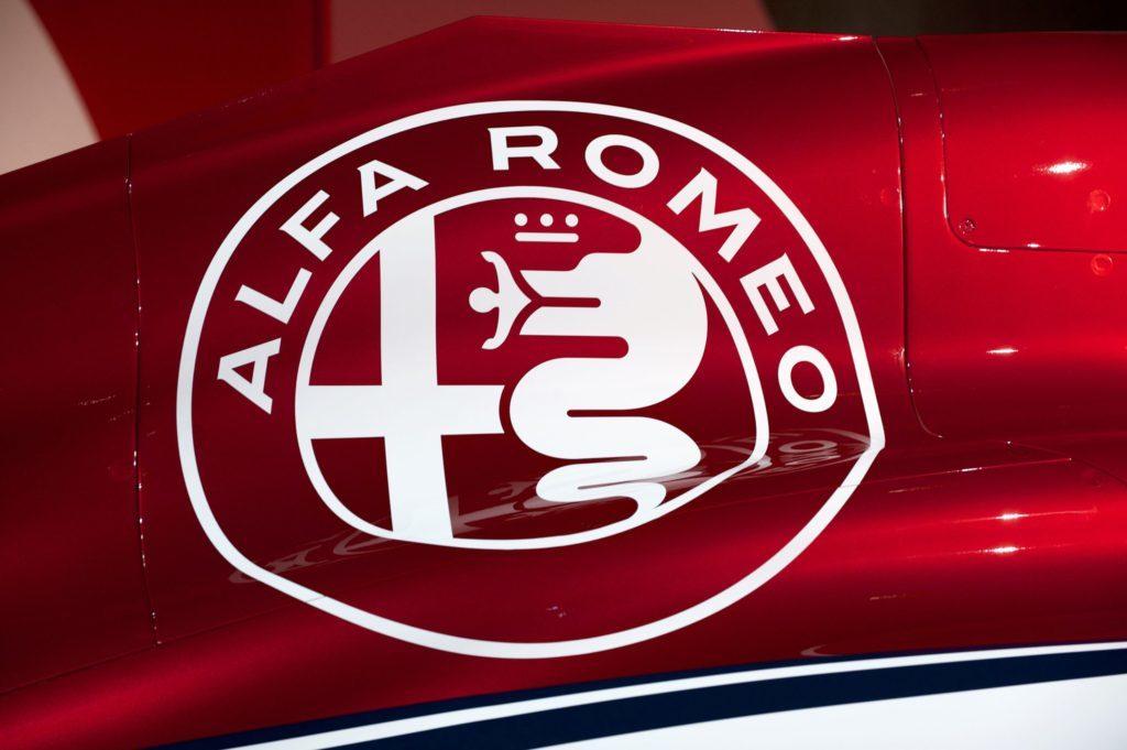 F1 | Ericsson e Leclerc riscoprono il fascino del marchio Alfa Romeo in un evento a Balocco