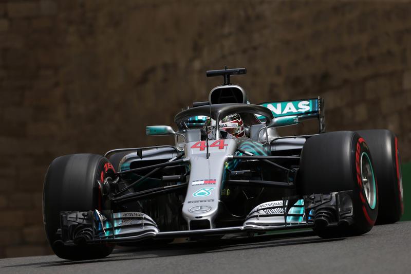 F1 GP Azerbaijan: Hamilton torna sul gradino più alto in una gara rocambolesca