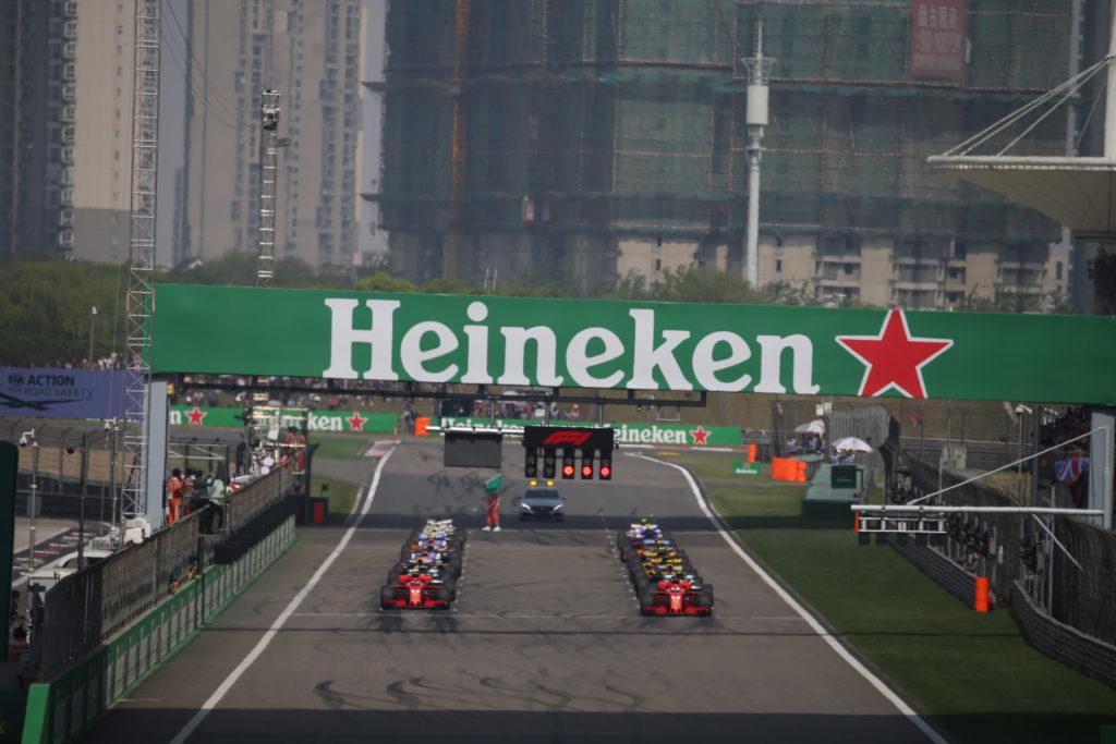 F1 GP Cina   Raikkonen penalizzato dallo scatto di Vettel: quanto ha influito la stretta del tedesco sulla strategia? [FOTOSEQUENZA]