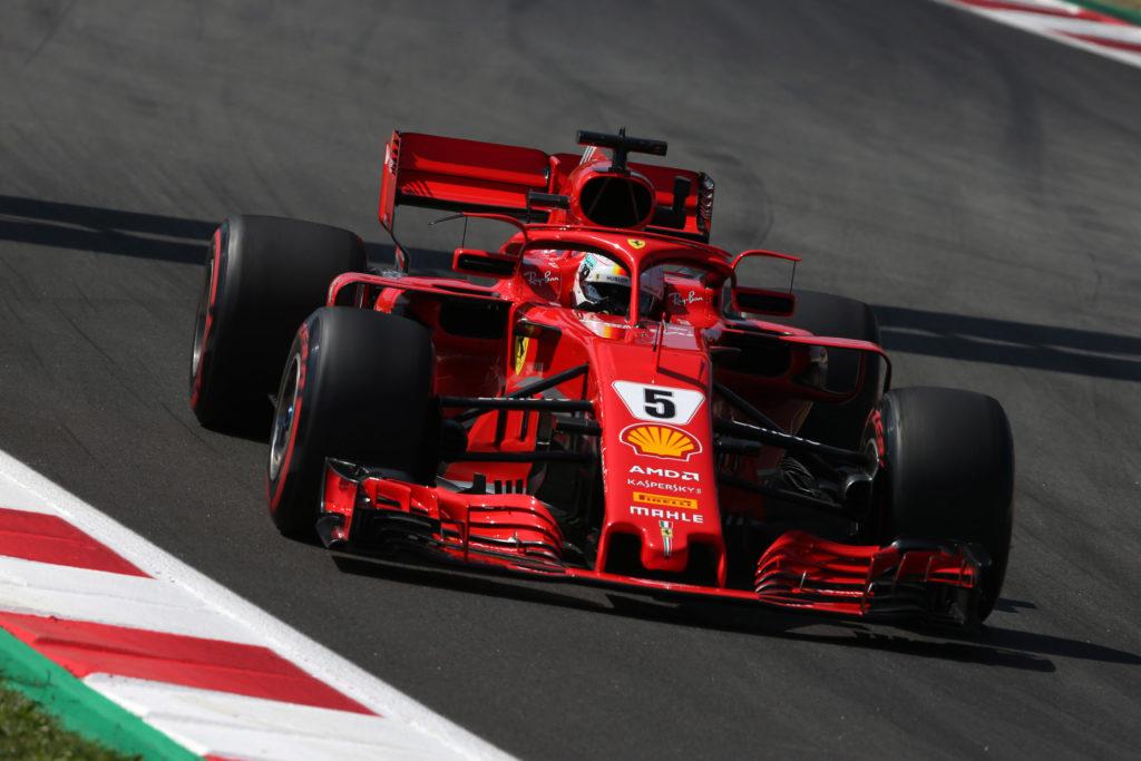 Formula 1 | Doccia fredda per la Ferrari a Barcellona: dichiarati illegali gli specchietti della SF71H