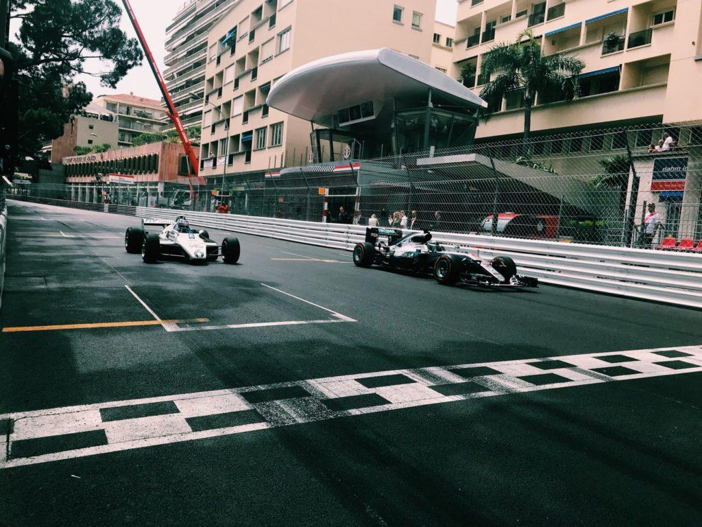 F1 | Nico e Keke Rosberg regalano spettacolo a Monaco con le loro vetture iridate
