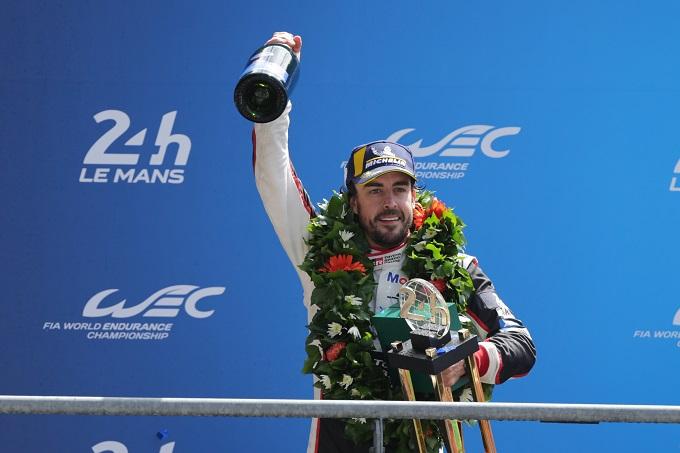 Alonso è il quinto campione del mondo di Formula Uno a trionfare nella 24 Ore di Le Mans