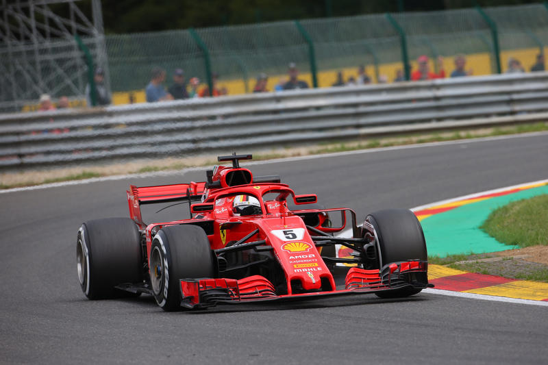 F1: Incidente pauroso al via, Vettel beffa Hamilton