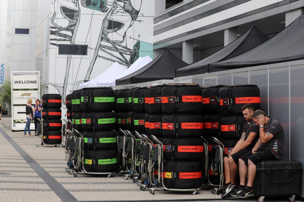 F1 | GP Russia, a fuoco due set di gomme nel box Haas la scorsa notte